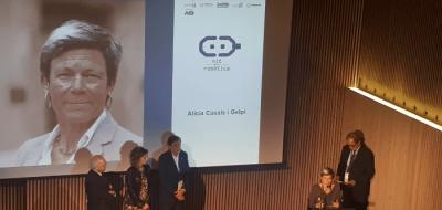 Foto d'Alicia Casals recollint el premi